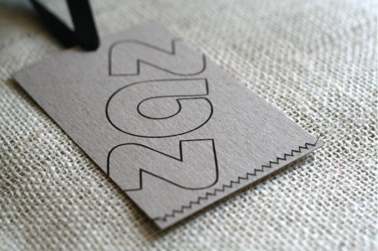 Mẫu in mác quần áo chất liệu giấy Kraft
