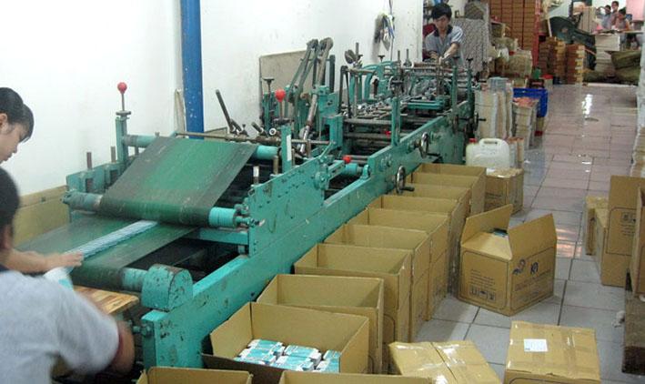 dịch vụ gia công sau in vỏ hộp giấy bằng máy dán hộp tự động