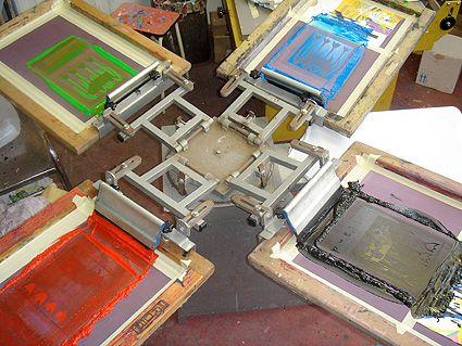 in lưới bàn xoay chồng nhiều màu