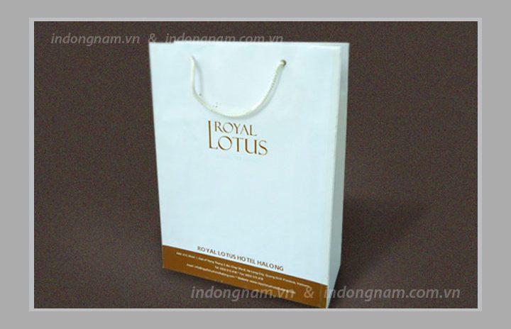 In túi giấy khách sạn Royal Lotus Hạ Long